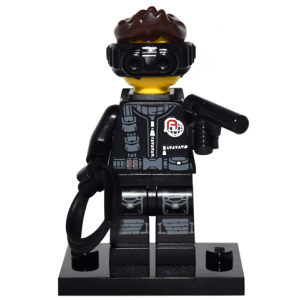 Spy, Series 16 (Complete Set with Stand and Accessories)